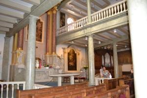 A igreja católica lá dentro.